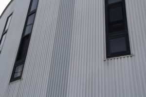 外壁塗装について・・金属系サイディング壁の劣化